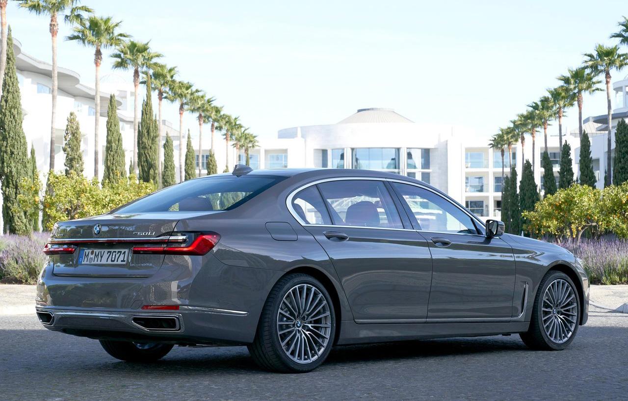 82.8万起,新款宝马7系上市,造型更庄重,6款车怎么选更值